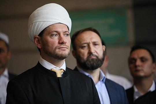 Дамир Мухетдинов на своей странице в «Фейсбуке» написал, если законопроект будет принят, то это, ни много ни мало, «поставит крест» на Болгарской исламской академии, которая была создана под патронатом Владимира Путина