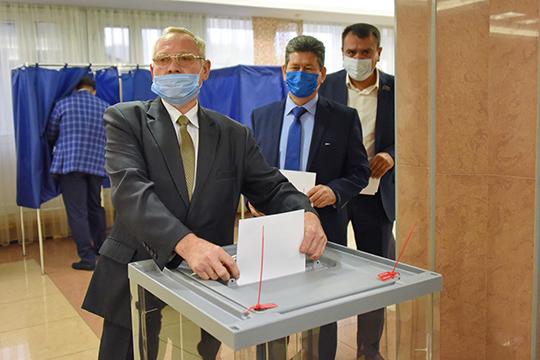 На этой ноте депутаты удалились для голосования, а после подвели итог: 62 депутата проголосовали за главу Нагуманова, 1 высказался против