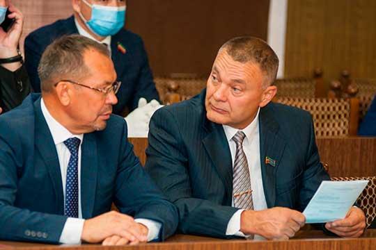 Наэтот раз оппонентом Магдееву сталХарис Шарафуллин (справа) — депутат от«Справедливой России», сам выдвинувший свою кандидатуру отлица своей партии