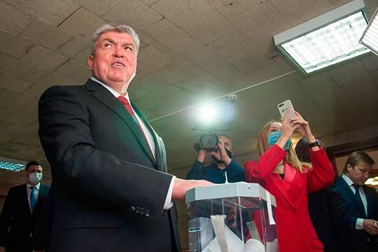 Свой голос заМагдеева (на фото) отдали 32 из35 депутатов, один бюллетень был испорчен. Двое проголосовали заШарафуллина
