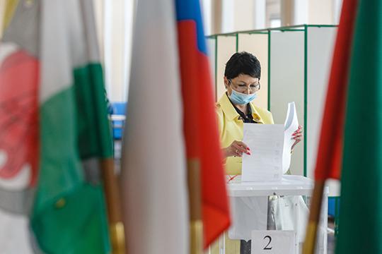 Волынец пыталась строить политическую карьеру. В 2015 году ее избрали депутатом Чистопольского района Татарстана. В 2016 году она баллотировалась в Госдуму от «Справедливой России»