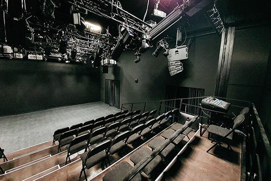 Сегодня в black box Национальной библиотеки РТ пройдет первый публичный театральный показ, творческая лаборатория «Угол» адаптировала здесь один из своих спектаклей