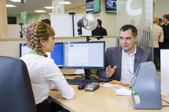По словам Ведяхина, офисы теперь станут чем-то большим — местом для жизни и общения, куда можно будет прийти поработать, назначить встречу, выпить зернового кофе (а зерна заказать домой — разумеется, через приложение банка)