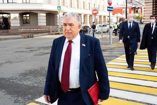 Хафиз Миргалимов: «21 апреля ваша служба взяла анализы, якобы больной, и на этом меня забыли. Меня на всю Россию, на весь Татарстан ваша служба… Насколько объективна ваша лаборатория?»