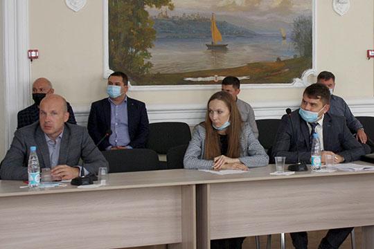 Алена Белоглазова (в центре) пожаловалась, что сразу же с момента запуска системы «Меркурий» ей начали приходить штрафы на неотражение какой-то информации