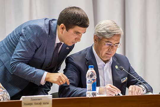 Василь Шайхразиев: «У нас впереди много поставленных президентом Татарстана задач, запланированных дел. И в дальнейшем будем работать вместе. Ринат Зиннурович подготовил себе достойную смену»