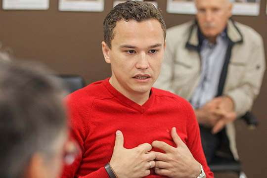 Больше года назад оставил свой пост глава Всемирного форума татарской молодежи Табрис Яруллин (на фото). Считается, что бенефициаром «разгрома младотатар» был Закиров, почувствовавший конкуренцию со стороны молодых