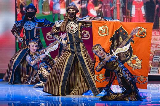 Церемония продолжилась концертом станцами, песнями нарусском итатарском языках, азавершилось представление перепевкой песниШуры »Твори добро»