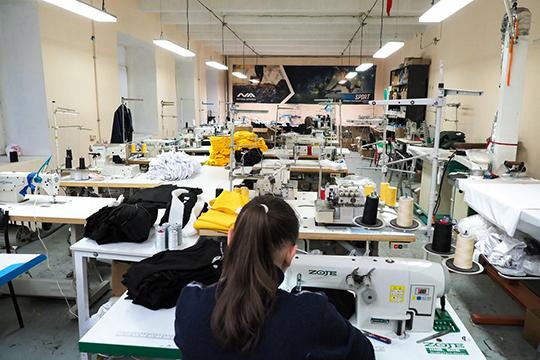 «До запуска швейного производства мы занимались поставками из Китая, работали с разными поставщиками из Поднебесной. Тогда набили немало шишек и усвоили несколько важных уроков»