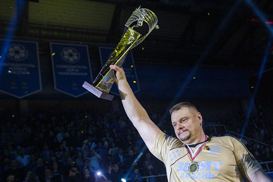 Владимир Алекно возглавляет казанский «Зенит» с 2008 года и за это время девять раз приводил её к победе в чемпионате России и пять раз — к успеху в Лиге чемпионов