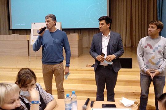 Игорь Куляжев (слева): «Этот микрорайон давно уже нуждается в зеленой зоне. И не просто в зеленой зоне, а в территории, где могли бы отдыхать взрослые и дети, где каждый мог бы провести время со своим интересом»