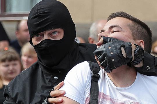 «ОМОН в Белоруссии, если я правильно помню, это всего порядка полутора — двух тысяч человек. Это наиболее ударная и жестокая сила»