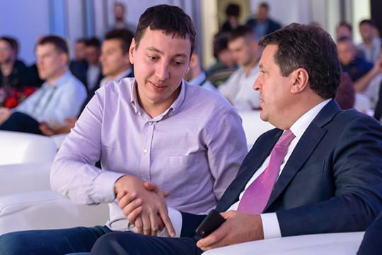 Дмитрий Еремеев (80), создатель группы Fix — один из немногих представителей новой цифровой экономики в нашем топ-100, прибавил пять строк в рейтинге в связи с прошедшим в июле в Иннополисе совещанием о перспективах IT