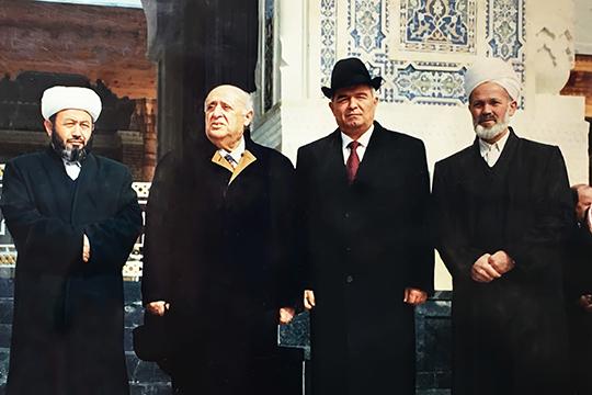 Визит президента Турции Сулеймана Демиреля (2-й слева) в Узбекистан в годы дружбы и сотрудничества. 1996 г.