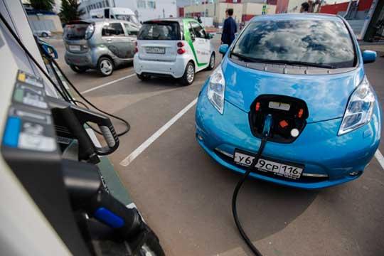«Потенциальный спрос на электромобили у нас есть, хотя и не очень большой, есть такие структуры, как, например, отели, прокатные компании, которые с удовольствием подобные электромобили купили бы»