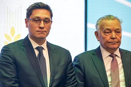 Третью строчку нашего рейтинга получает АО «Красный Восток Агро» — агрохолдинг после гибели отца возглавил Адель Хайруллин (слева), недавно он был избран депутатом Казгордумы