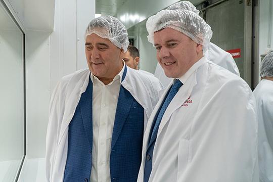 """«Фардиев (слева) — настоящий хозяйственник, от земли. У него есть ресурсы, """"Агросила"""" — многопрофильное предприятие: это и птицефабрики, и животноводство, и сахарное производство»"""