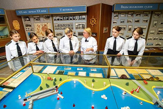 Учебное заведение было основано в1904-м, как Казанский речной техникум, ав2006-м техникум стал вузом, вкотором можно получить как среднее профессиональное, так ивысшее образование
