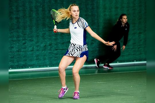 Впервенстве Кудерметова выступала как среди одиночников, так исреди пар— ивобеих дисциплинах заняла первое место