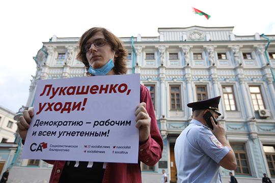 СМИ связывают такую волатильность рубля с геополитическими рисками: войной в Нагорном Карабахе, протестами против Александра Лукашенко, отравлением Алексея Навального, и, конечно, с ростом заболеваемости коронавирусом по всему миру