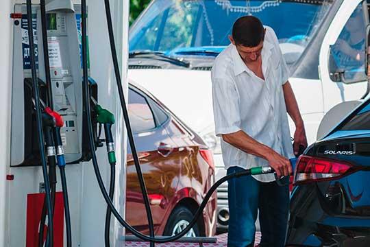 С завтрашнего дня в России вступают в силу новый ГОСТ для автозаправщиков, контролирующих вопросы недолива топлива