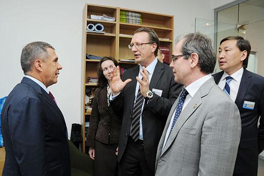 Напомним, открытие школы в Казани состоялось в мае 2012 года, вместе с президентом РТ в нем принимали участие тогда еще министр образованияАльберт Гильмутдиновигенеральный директор EFЭдуард Балдаков