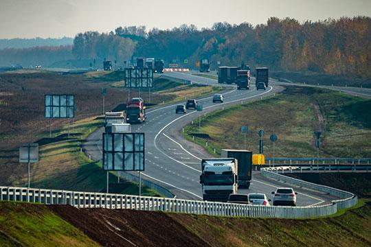 Скорость движения на М-12 предполагается 120 км/ч. «Почти 800 километров — ни одного светофора, пересечения или пешеходного перехода в одном уровне»