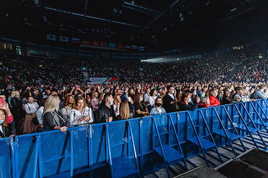 Первый массовый концерт в Казани прошел накануне в «Татнефть арене», послушать популярную российскую звезду ZIVERT собрались 3456 зрителей при максимальной наполняемости зала в 10400 мест