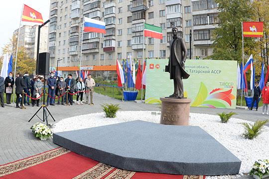 Минниханов подчеркнул, что установка такого монумента — лучший способ показать уважение к татарскому народу и его литературному гению