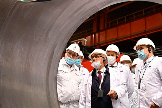 Следующей точкой маршрута делагации от Татарстана стал Челябинский трубопрокатный завод (ЧТПЗ). Точнее его гордость — цех «белой металлургии» и новейший завод «ЭТЕРНО»