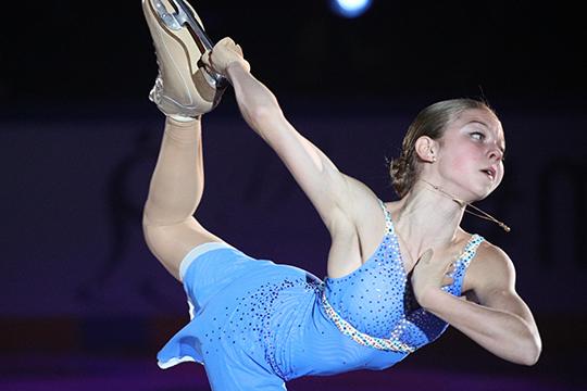 Долгое время в«Ангелах Плющенко» небыло сильных фигуристов, ипервой звездой школы сталаАлександра Трусова, которая перешла изгруппы Тутберидзе