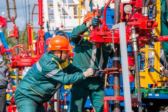 «Происходящее на рынке нефти и газа в принципе можно назвать гибридной войной, в которой воюют при помощи экономических и политических инструментов. И такую войну Россия сейчас проигрывает»