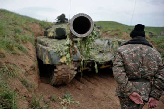 «Поскольку гарантом мира между Азербайджаном иАрмениейсчитается, прежде всего, Россия, это серьезнейший удар повнешнеполитическим позициям Кремля»