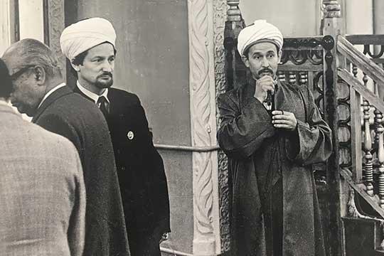 Первый муфтий Татарстана по линии ЦДУМ Габдельхамид Зинатуллин и муфтий Талгат Таджутдин. 1989 г.