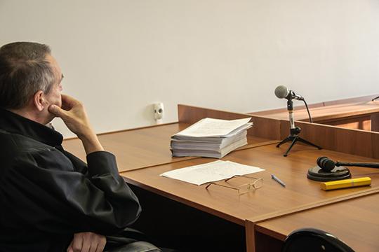 Судья, вернувшись изсовещательной комнаты, огласил решение: постановление Набережночелнинского суда изменить, меру пресечения сСИЗО заменить надомашний арест