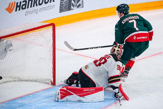 Игроку не хватает скорости — он часто теряется на льду, не успевает за соперниками и в целом играет не по позиции