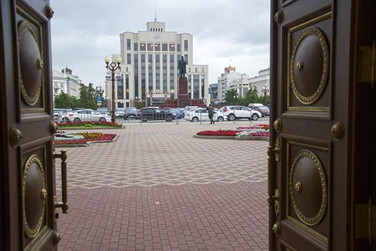 Правительство РТ ушло в отставку сразу же после того, как прошли президентские выборы в республике и были озвучены их результаты. Все руководители ведомств остались на своих местах с приставкой «и.о»