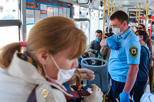 За сентябрь проверили 5,1 тыс. единиц общественного транспорта, почти 3 тыс. пассажиров были без масок, но большинство их надело после замечания, более 100 человек пришлось высадить из автобусов