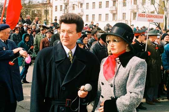 Ильфат Абдрахманов (на фото с телевидущей Гульнарой Заннатуллиной)недожил месяц снебольшим досвоего 59-летия