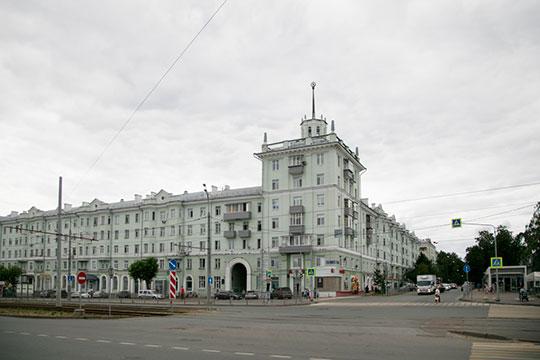 «Пример комплексного решения проблемы— Соцгород, где скопление «сталинок», свнутренними дворами, сзелёными связями»