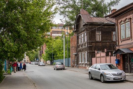 «Улица Волкова — это одна из двух сохранившихся в Казани деревянных улиц. В Казани волонтёрским движением «Том Сойер Фест» отремонтировано 15 жилых домов, из которых 9 находятся на улице Волкова»