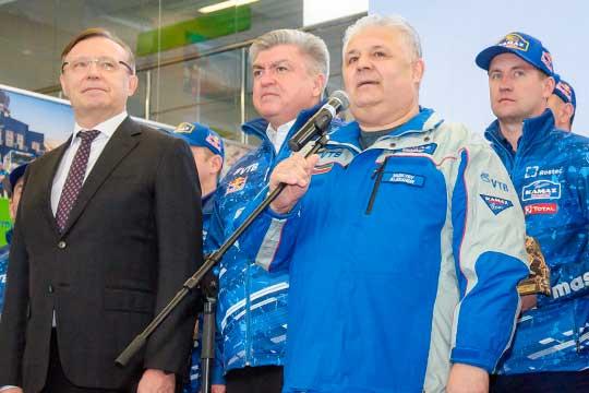 Более 30 лет Васильев посвятил защите социально-экономических итрудовых прав работников«КАМАЗа»