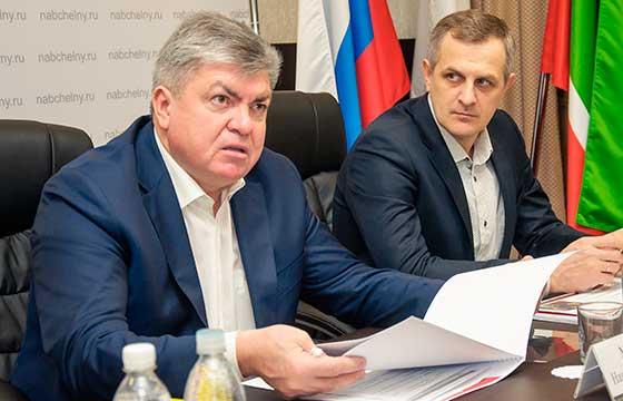 НаильМагдеев (на фото с Ильей Зуевым) отметил, что надо будет «четко нанеделю расписать план действий» ипонять, «какие превентивные меры необходимо принять, чтоб все вкратчайшие сроки было устранено»