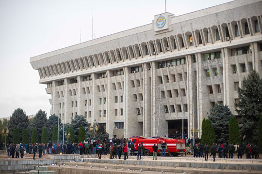 «Я не стал бы искать козни ЦРУ или Ми-6»: в Киргизии «революция фонариков»