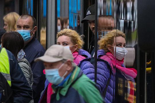 На вопрос о том, что будет больше всего беспокоить, если начнётся вторая волна пандемии, 43% ответили, что будут бояться заболеть и только 14% станут волноваться о работе и материальном состоянии