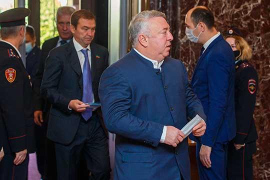 Депутат Госдумы РФ и основатель ГК «Нэфис» Ирек Богуславский (5) (в центре) сохраняет свое влияние на отрасль