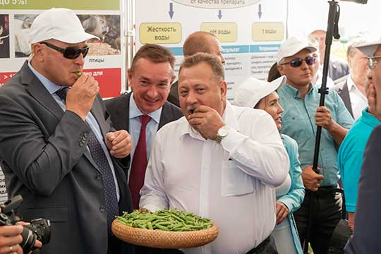 Николай Титов (48)сегодня руководит Татарским институтом переподготовки кадров агробизнеса. Эксперты сетуют, что институту сегодня нужна перезагрузка