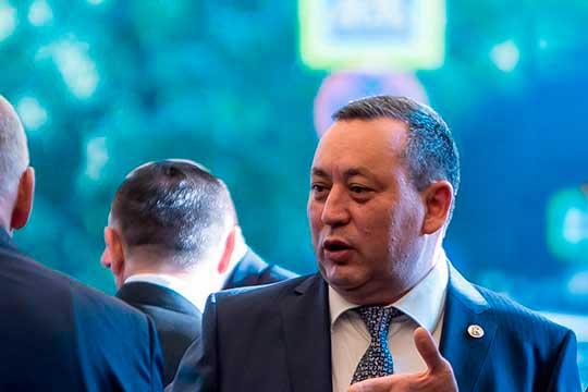 В 2019 году Мурат Муратов (19) оказался в числе богатейших чиновников Татарстана, заработав 310,6 млн рублей, помимо этого, 17,4 млн рублей принесла в копилку супруга