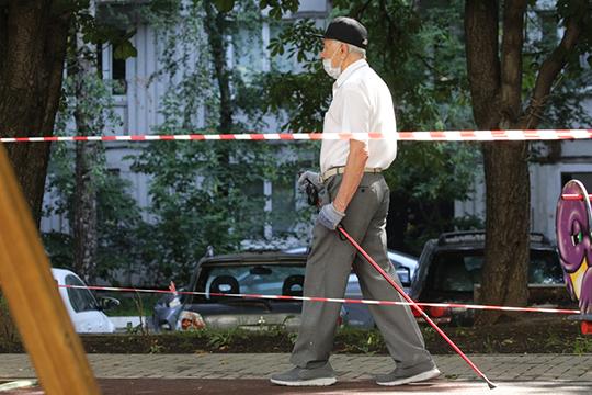 Онищенко также обратился к пожилым людям, которым объявили самоизоляцию в Москве и сказал, что против запрета на их прогулки