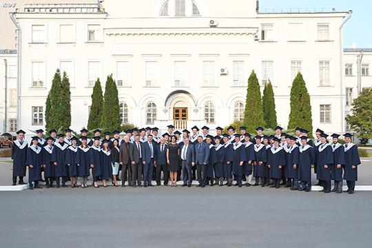 Алсу Ринатовна подчеркнула, что нынешний выпуск составляет 57 человек, а общее количество выпускников программы MBA — 997 человек
